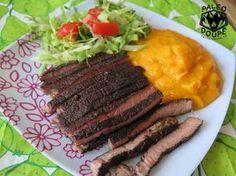 Chilli kávový steak s dýňovým pyré a salátem.....http://blog.paleo-doupe.cz/category/recepty/hlavni-chody/