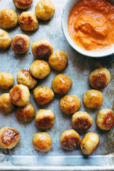 Best Anytime Baked Chicken Meatballs: These Baked Chicken Meatballs are the BEST! The perfect addition to any meal or to eat right on their own. Bonus: they're meal-prep friendly to stock up throughout the week! Baked Chicken Meatballs, Chicken Meatball Recipes, Turkey Meatballs, Recipe Chicken, Baked Chicken Seasoning, Healthy Meatballs, Recipe Pasta, Chicken Freezer Meals, Snacks Sains