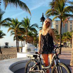 The ProdecoTech Stride Electric, Bike, Model, Tops, Fashion, Bicycle, Moda, Fashion Styles