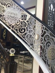 Stairs on Amazing Stairs Ideas 37 Staircase Railing Design, Modern Stair Railing, Wrought Iron Staircase, Balcony Railing Design, Metal Stairs, Stair Handrail, Banisters, Railings, Staircase Interior Design