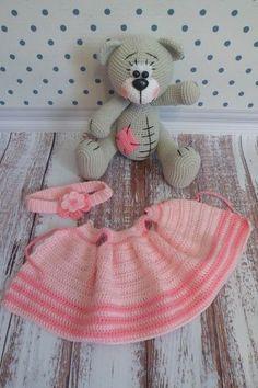 Fazlasıyla eğlenceli, çocukları mutlu eden AMİGURUMİ ile yoksa siz hala tanışmadınız mı? Crochet Gratis, Crochet Toys, Crochet Baby, Free Crochet, Amigurumi Doll, Amigurumi Patterns, Crochet Patterns, Girl Dolls, Baby Dolls