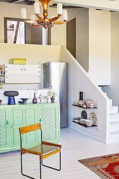 Kaksi kotia - Two Homes Päivän teemana on värikkäät yksityiskohdat ja pinnat. Löysin aiheeseen kaksi kiinnostavaa kotia sekä värikkäästi s...