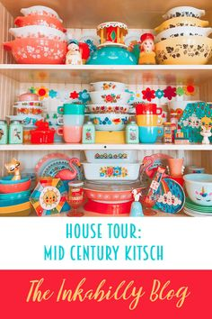 This week we have a super colourful, vibrant retro home. Vanessa's pad is a visual treat for those who enjoy kitsch, bright, strong colours . Look Retro, Retro Chic, Retro Vintage, Vintage Pins, Kitsch Decor, Kitchen Shop, Rainbow Brite, Retro Home Decor, Vintage Kitchen