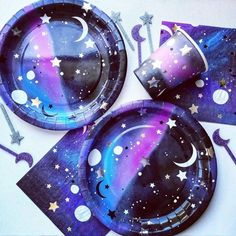 To infinity and beyond....!Top your cosmos inspired cakes and cupcakes with these re-usable acrylic glitter galaxy cake toppers....