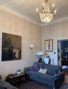 Altbauwohnung chic und charmant renoviert | farbefreudeleben Retirement Pension, Famous French, Modern, Gallery Wall, Couch, Furniture, Home Decor, Glamour, Brighten Dark Rooms