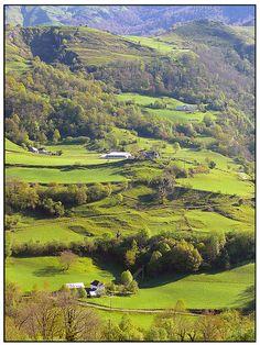 Sainte-Engrace, Pays Basque, Pyrenées, France. Découvrez les spécialités culinaires du pays Basque ici : www.enviedebienmanger.fr/recettes/istara