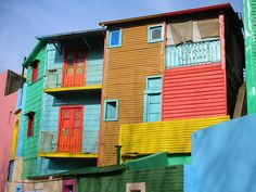 Brightly-painted-houses.