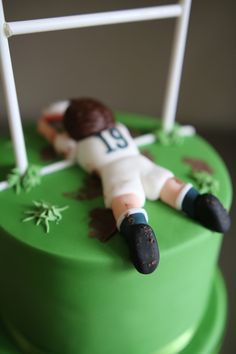 Today is my Dad's birthday! The plan for the cake came from my sister Lauren. She chose a Rugby themed. Rugby Cake, 18th Cake, Rugby Sport, Baby Shower Cupcake Toppers, 60th Birthday Cakes, Rugby Players, Cake Decorating, Decorating Ideas, Themed Cakes