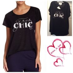 """Sale Was $19 Short Sleeve Tres Chic Tee Two by Vince Camuto Short Sleeve Tres Chic Burn Tee -Scoop neck - Short sleeves - Front print - Approx. 26"""" shortest length, 28.5"""" longest length Fiber Content: this is a light shear like top. 75% polyester, 25% rayon No Trades ✅Reasonable Offers Considered ✅ Please use the 'offer' button to submit an offer. Two by Vince Camuto Tops Tees - Short Sleeve"""