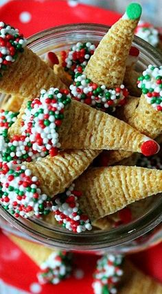 Easy Christmas Treats, Christmas Deserts, Holiday Snacks, Christmas Party Food, Xmas Food, Christmas Cooking, Holiday Cookies, Holiday Recipes, Christmas Candy