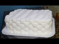 Bolo com efeito cesta - YouTube Cake Icing, Frosting, Cake Videos, Butter Dish, Creme, Beautiful Cakes, Cake Designs, Biscotti, Decoration