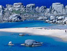 Les plages de l'île de Cavallo (Lavezzi) L'île de Cavallo est un petit joyau en Corse-du-Sud où l'on peut trouver des plages à couper le souffle.