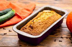 Pumpkin Zucchini Bread - Julie's Eats & Treats ® Pumpkin Zucchini Bread, Zucchini Bread Muffins, Banana Bread, Quick Bread, Cinnamon, Treats, Homemade, Desserts, Middle