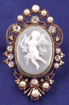 Antique 14kt Gold Cameo with Diamonds & Pearls Bordering