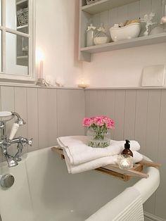 Shabby Chic Bedroom Diy Decor Romantic 36 New Ideas Romantic Bathrooms, Rustic Bathrooms, Beautiful Bathrooms, Modern Bathroom, Small Bathroom, Bathroom Ideas, Bathroom Designs, Chic Bathrooms, Cosy Bathroom