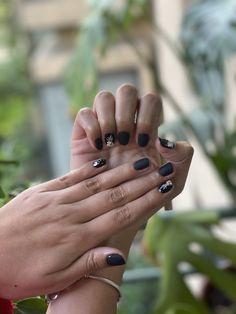 Matte nails black cristales, strass foil, design foil beaty total black nails Matte Nails, Black Nails, Total Black, Rings For Men, Jewelry, Design, Crystals, Rhinestones, Men Rings