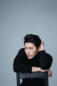 One reason why Koreans find Hyun Bin especially good looking is his broad shoulders. Hyun Bin, Korean Star, Korean Men, Handsome Actors, Handsome Boys, Asian Actors, Korean Actors, Kdrama, Sung Kyung