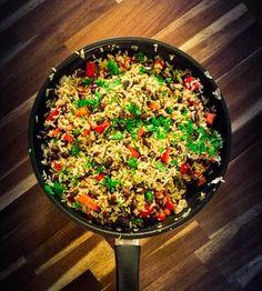 Costaricalainen pinto gallo on todella helppo kasvisruoka riisistä ja pavuista, joka saa makunsa worchester-kastikkeesta sekä tuoreesta korianterista