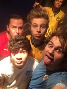 Imagine: Michael being on tour and sending you selfies with the rest of the band