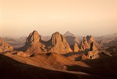 Sunset over the Atakor Massif, Algeria. By Vicente Mendez.