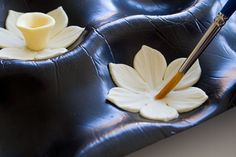 How to make a gum paste daffodil 9