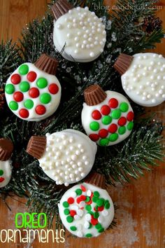 OREO ORNAMENTS are a fun and festive way to transform classic sandwich cookies into edible works of art!OREO ORNAMENTS are a fun and festive way to transform classic sandwich cookies into edible works of art! Christmas Cookies Kids, Cookies For Kids, Christmas Snacks, Christmas Cooking, Noel Christmas, Christmas Goodies, Holiday Cookies, Holiday Desserts, Christmas Candy