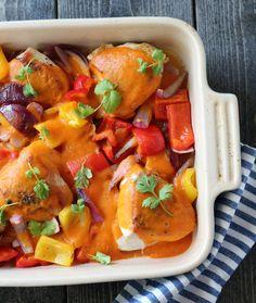 Kylling med hot mangosaus og paprika Red Thai, Thai Red Curry, Mango Chicken, Dinner Is Served, Frisk, Nom Nom, Food And Drink, Dinner Recipes, Meat