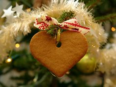 Heart ornament...maybe make with applesauce and cinnamon in any shape Gingerbread Ornaments, Christmas Tree Ornaments, Christmas Images, Christmas Quotes, Christmas Cookies, Gingerbread Recipes, Christmas Candy, Christmas Holidays, Vector Christmas
