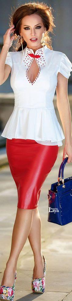 Blusa branca com detalhes vermelho