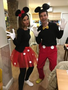Mickey mouse and Minnie mouse costume diy. All you need is black tshirt and leggins, red trousers and skirt and white gloves. Use a headband with ears attach a bow in minnie's one. Sew a yellow bow in mickey's t-shirt. Add some dots in the skirt and two dots in the trousers (make them with any material you've hot around! Enjoy your party. #carnival #halloween #costume #cosplay #disney #diy