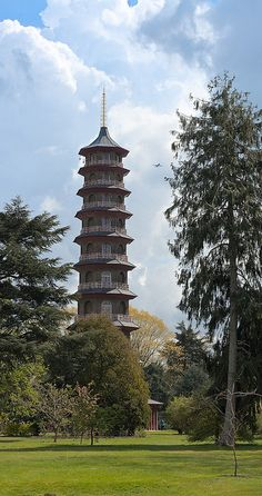 Pagoda, Kew Gardens, London. Our tips for 7 free things to do in London: http://www.europealacarte.co.uk/blog/2013/03/25/free-things-to-do-london/