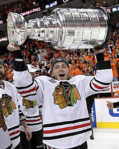 Patrick Kane Photos Photos: Stanley Cup Finals - Chicago Blackhawks v Philadelphia Flyers - Game Six Chicago Blackhawks, Blackhawks Hockey, Hockey Teams, Hockey Players, Ice Hockey, Hockey Baby, Sports Teams, Hockey Girls, Stanley Cup Trophy