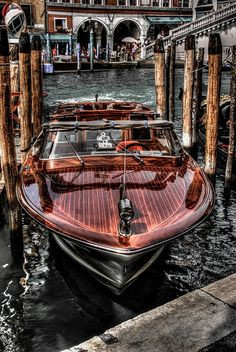 Wooden Speed Boats, Wood Boats, Riva Boat, Yacht Boat, Chris Craft Boats, Cool Car Drawings, Classic Wooden Boats, Vintage Boats, Venice Travel