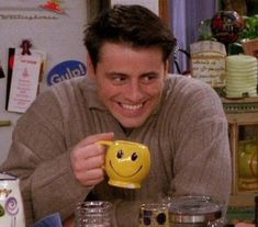 Ideas For Funny Friends Humor Joey Tribbiani Friends Cast, Friends Moments, Friends Series, Friends Tv Show, Friends Trivia, Funny Friends, Joey Tribbiani, Friend Memes, Mood Pics
