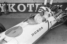1967 Dutch GP, Zandvoort : John Surtees, Honda RA273 #7, Honda Racing, Retired (throttle, lap 73). (ph: deviantart.com)