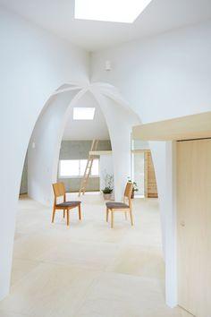 Minimalistisch wie der Raum selbst ist auch das Interieur. (Foto: Hiroyuki Shirozaki)