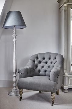 Grey button back chair Dining Room Table Chairs, Living Room Chairs, Ikea Chairs, Living Rooms, Sofa Furniture, Furniture Design, Comfy Armchair, Living Room Sofa Design, Shabby Chic Bedrooms