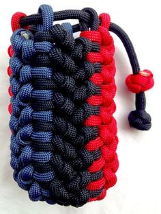 Paracord Pouch by Castillo Paracord. Paracord Knots, Paracord Bracelets, Pouch Tutorial, Bracelet Tutorial, Sewing Cards, Diy Cnc, Parachute Cord, Paracord Projects, Ribbon Crafts
