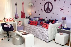 Rock-N-Roll girls room Home Bedroom, Cool Rooms, Cool Beds, Dream Bedroom, Home Decor, Girl Room, Rock Bedroom, Bedroom Decor, Themed Kids Room