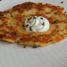 Instant Potato Pancakes Recipe These crispy, crusty, delicious potato pancakes are nothing more than cold instant mashed potatoes shaped into patties and browned in butter. A sprinkle of chives adds color and flavor. Mashed Potato Pancakes, Mashed Potato Recipes, Potato Cakes, Potato Dishes, Instant Mashed Potatoes, Dried Potatoes, Creamed Potatoes, Cheesy Potatoes, Salads