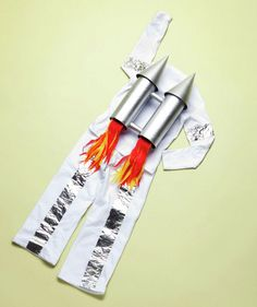 DIY Costumes for Kids - Rocket Man Suit Dress up your kids in fun DIY Halloween costumes you make with everyday household items. Diy Halloween Costumes For Kids, Easy Halloween Costumes, Astronaut Costume Diy Kids, Kid Costumes, Halloween 2017, Costume Ideas, Rocket Costume, Costume Carnaval, Rockets For Kids