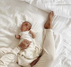 Newborn Baby Photos, Baby Girl Photos, Newborn Pictures, Baby Pictures, Baby Mine, Cute Little Baby, Cute Babies, Baby Icon, Cute Baby Videos