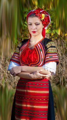 Традиционната дреха на българската жена / Traditional clothing of the Bulgarian woman [https://www.facebook.com/Glagorci.Folklore.Ensemble/photos/483824864998321]