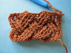 Learn how to crochet cable basketweave fabric. Basketweave Mitts: Master Edgeless Cables - Crochet Me Tutorial  ✿Teresa Restegui http://www.pinterest.com/teretegui/✿