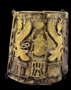 Bracelet belonging to Queen Kama, from Tell Moqdam (Leontopolis) Late Period (gold)  Egyptian 23rd Dynasty (828-725 BC).