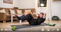 👉Der Vorteil einen Ball in sein Workout zu integrieren, ist eine Verbesserung deiner Koordination und natürlich die Stärkung deiner Muskeln 👉Übung: Lege dich auf den Rücken und winkle deine Beine an. Klemme den Medizinball zwischen deine Knie. Die Hände liegen auf dem Hinterkopf. Hebe deinen Oberkörper langsam von der Matte. 👉Für die Übung kannst du jede Art von Ball verwenden, egal ob Medizinball, Fußball oder Basketball Toddler Bed, Basketball, Workout, Sports, Furniture, Home Decor, Legs, Medicine Ball, Pool Chairs