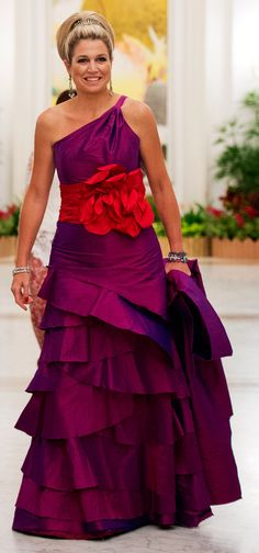Maxima dress in Singapore. Beautiful color for her. Love the hair do
