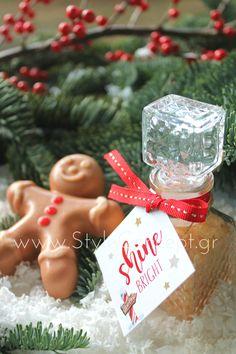 #2019 #gift #soap #bathsaltsoap # giftset #xmas #xmasgift Σετ με αρωματικό σαπούνι σε σχήμα μπισκοτούλη & αρωματικά άλατα μπάνιου σε vintage μπουκάλι 50ml και καρτελάκι Shine Bright. Christmas Ornaments, Holiday Decor, Gifts, Vintage, Home Decor, Presents, Decoration Home, Room Decor, Christmas Jewelry