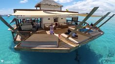 Floating Bar In The Middle Of The Ocean Aptly Titled Cloud 9 Boat Restaurant, Floating Restaurant, Floating Boat, Floating House, Boat Dock, Pontoon Boat, Cloud 9 Fiji, Schwimmendes Boot, Boat Table