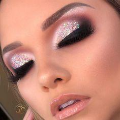Speichere das Bild und klicke Perfektes Make-up: Zertifizierter Online-Make-up-Kurs! Gold Makeup, Makeup Set, Glitter Makeup, Skin Makeup, Eyeshadow Makeup, Makeup Brushes, Glamorous Makeup, Glitter Eyeshadow, Pink Glitter